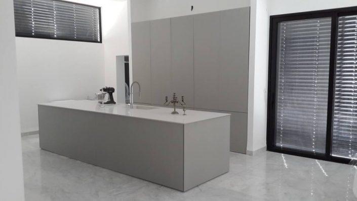 מטבח זכוכית בהזמנה אישית - Kitchen Gallery