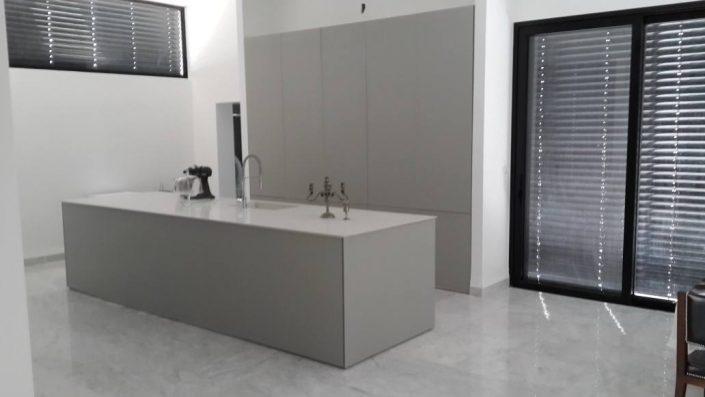 מטבחי זכוכית מעוצבים - Kitchen Gallery