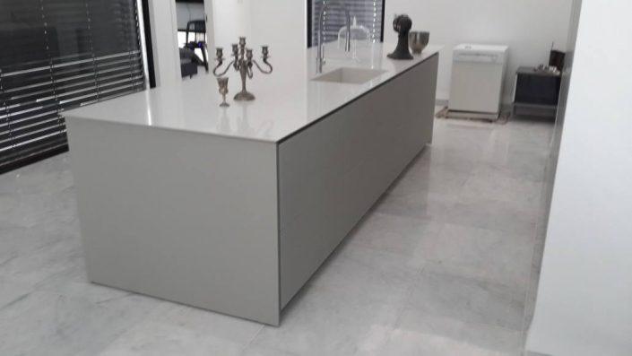 מטבח זכוכית אי - Kitchen Gallery