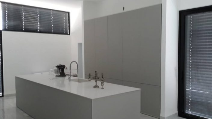מטבחי זכוכית בעיצוב אישי - Kitchen Gallery