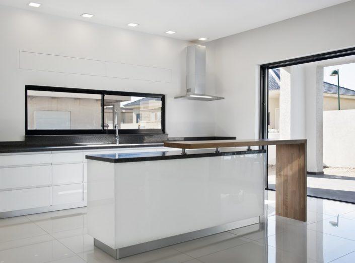 מטבח זכוכית בעיצוב אישי - Kitchen Gallery
