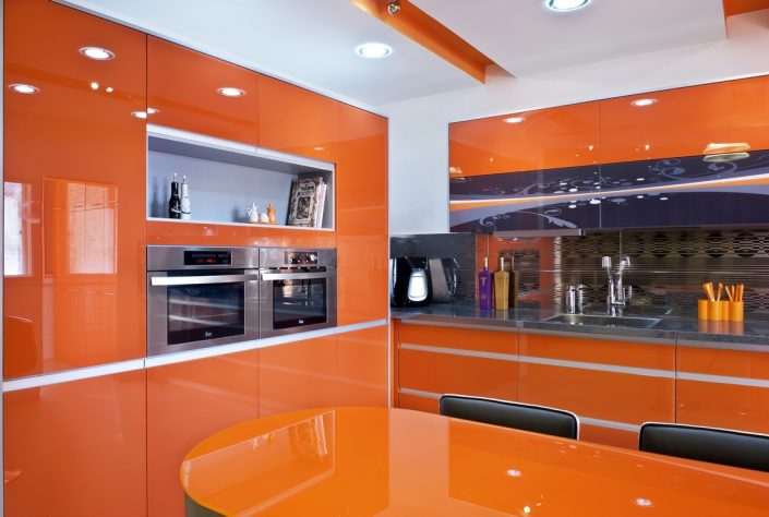 מטבחים מזכוכית איכותית - Kitchen Gallery