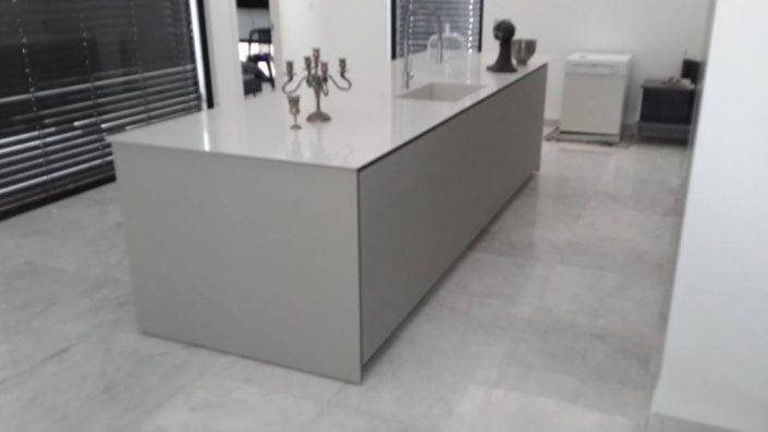מטבח זכוכית בסגנון אישי - Kitchen Gallery
