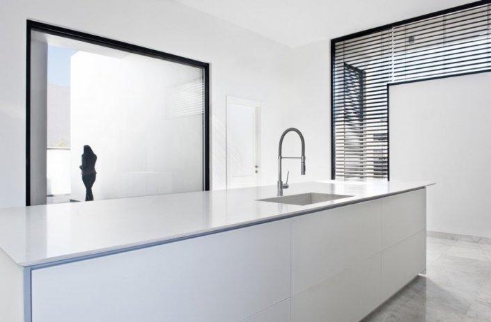 אי למטבח זכוכית מודרני