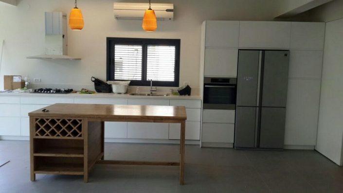 חלל מטבח בעיצוב מודרני - Kitchen Gallery